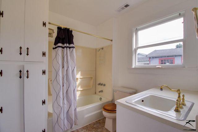 2215 A St  Eureka  CA 95501   Bathroom. 2215 A St  Eureka  CA 95501   realtor com