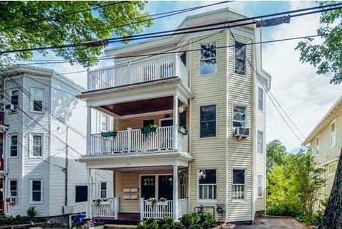 213 Reservoir Rd Unit 1, Brookline, MA 02467