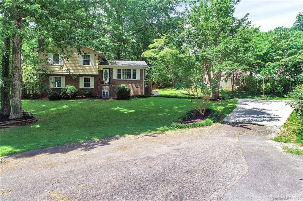 105 Holly Dr, Fort Mill, SC 29715