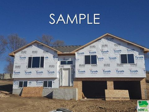 Photo of 4700 Foxhollow Ct, Sioux City, IA 51106