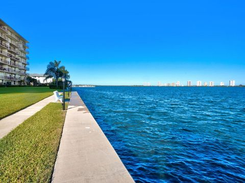 801 Lake Shore Dr Apt 109, Lake Park, FL 33403