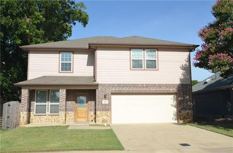Photo of 301 N Lakeview Dr, Lake Dallas, TX 75065