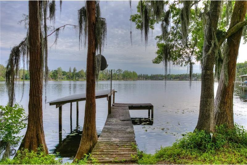 1589 Lake Como Dr, Lutz, FL 33558
