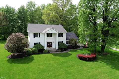 Photo of 901 Country Manor Dr, North Lima, OH 44452