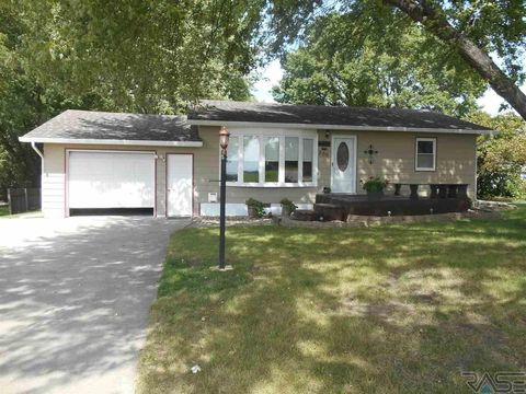 306 Viking Ave, Baltic, SD 57003