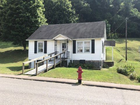 Photo of 400 Virginia Ave, Richlands, VA 24641