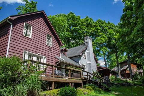Photo of 204 Sunhearth Ln, Roaring Spring, PA 16673