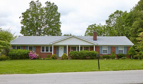 Photo of 2 Pin Oak Ln, Louisville, KY 40207