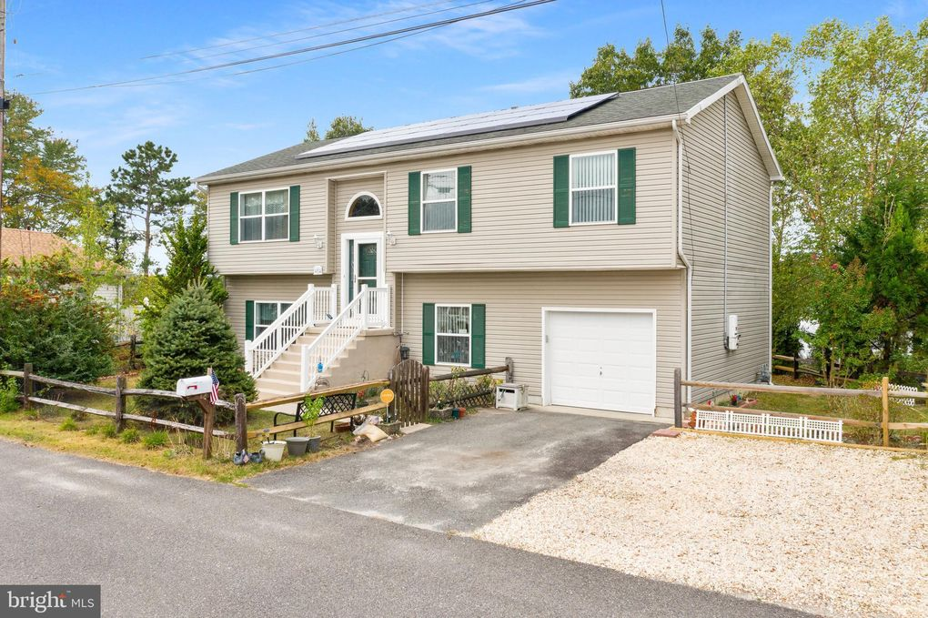 8 Sommers Ln Browns Mills, NJ 08015