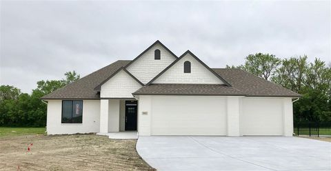 Photo of 5921 E Wildfire St, Bel Aire, KS 67220