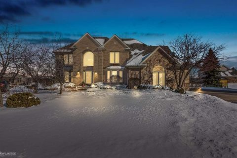 Photo of 40700 Riverbend Dr, Sterling Heights, MI 48310