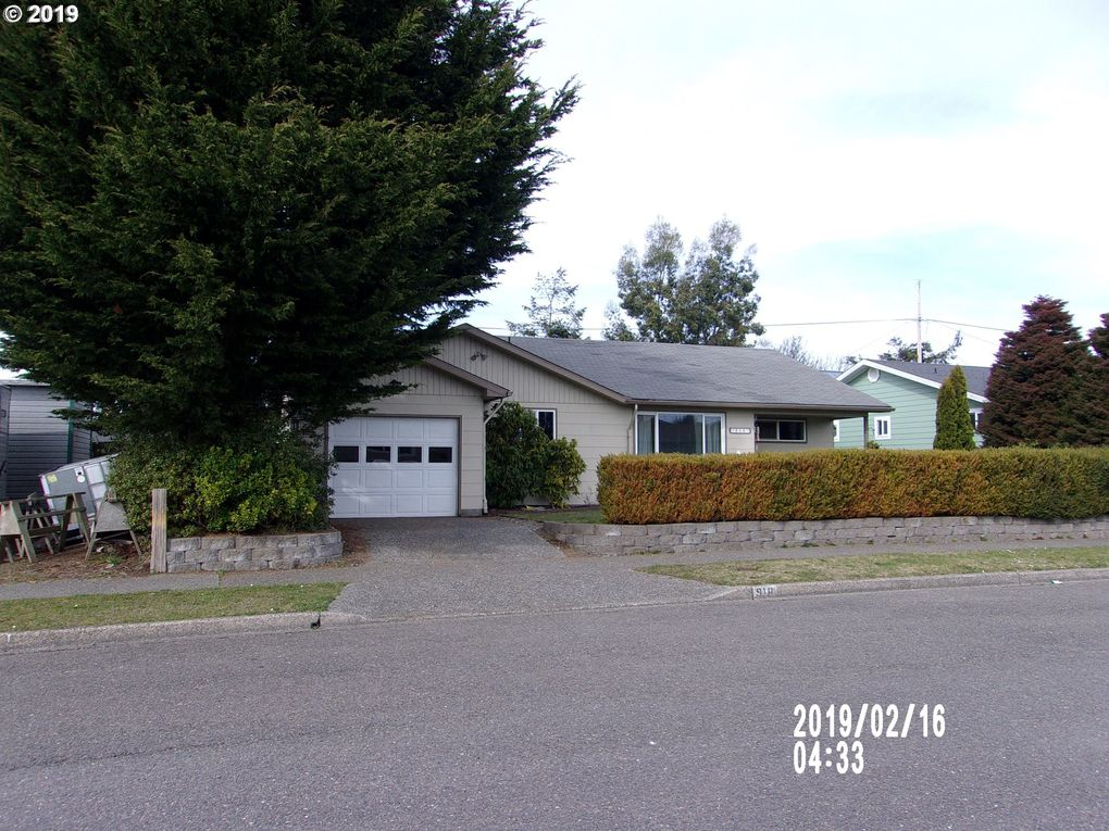 918 Flanagan Ave Coos Bay, OR 97420
