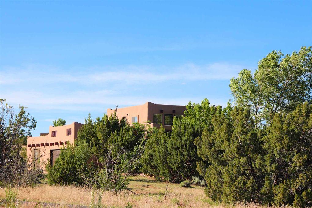 7 Casa Del Oro Ln Santa Fe, NM 87508
