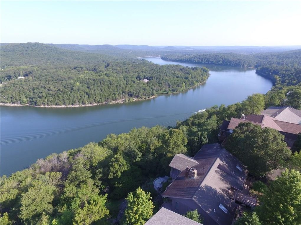 57 Table Rock Dr, Holiday Island, AR 72631