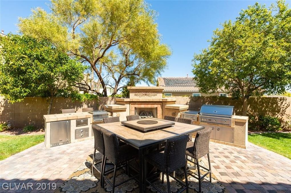 22 Blue Valley Dr, Henderson, NV 89002