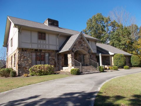 Photo of 704 S 27th St, Middlesboro, KY 40965