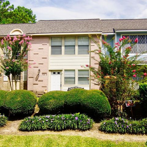 Photo of 425 Sunset Dr Apt 5, Dickinson, TX 77539