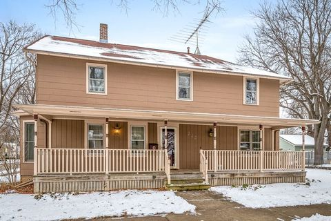 218 S 7th St, West Dundee, IL 60118