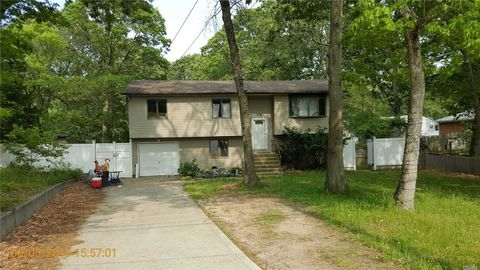Photo of 35 S Swezeytown Rd, Middle Island, NY 11953