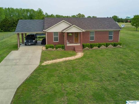 Photo of 82 W Point Dr, Fayetteville, TN 37334