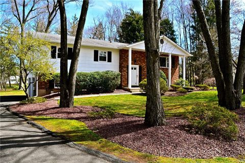 Photo of 5 Sandpiper Dr, West Nyack, NY 10994