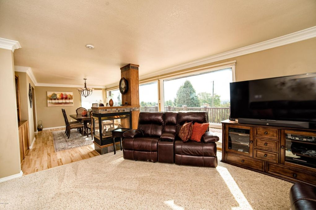 Charmant 1128 Valley View Dr, Great Falls, MT 59404