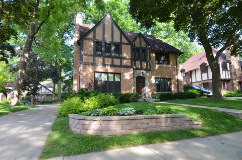 Photo of 157 N 86th St, Wauwatosa, WI 53226
