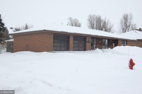 Photo of 605 Dugdale Ave, Worthington, MN 56187