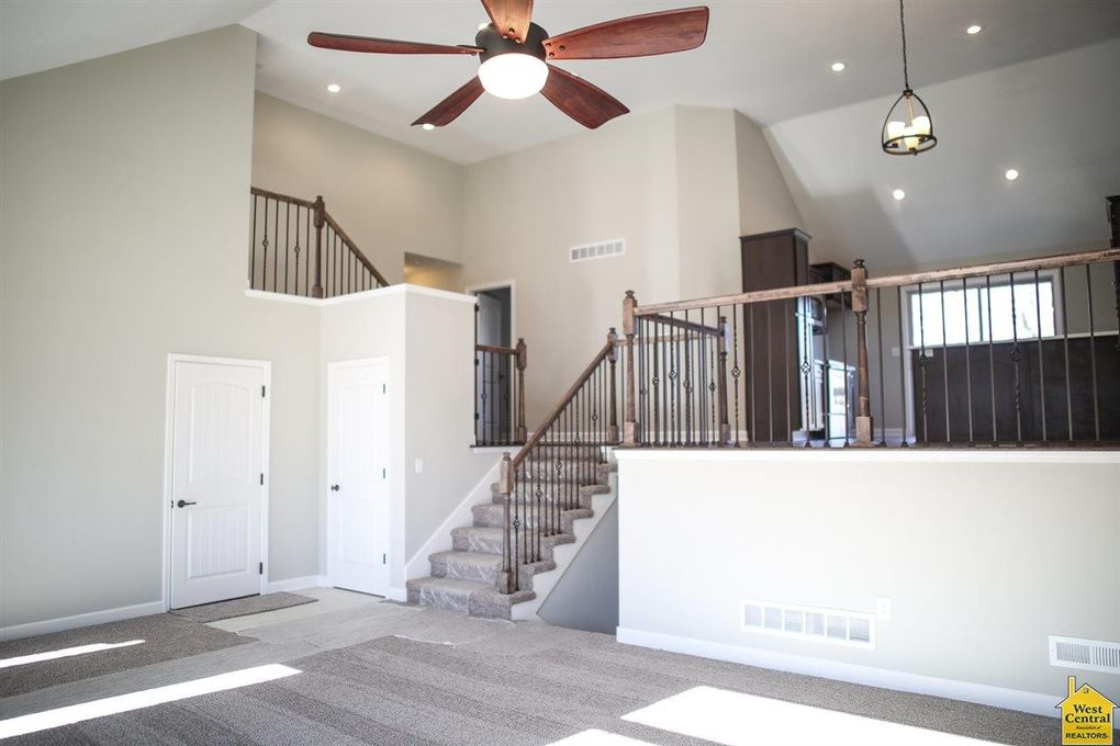 302 Division St, Knob Noster, MO 65336