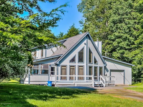 Pocono Lake, PA Houses for Sale with Swimming Pool - realtor com®