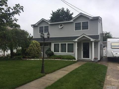 2275 7th St, East Meadow, NY 11554