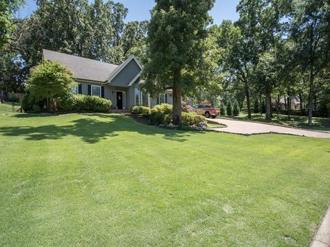 Photo of 7297 Deep Valley Dr, Germantown, TN 38138