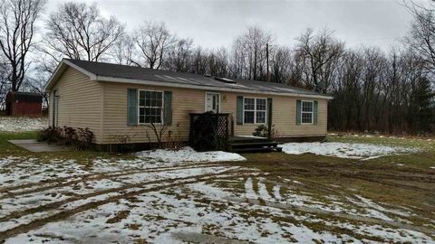 3825 Territorial Rd E, Pleasant Lake, MI 49272