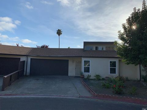 Photo of 961 W 8th St, Santa Rosa, CA 95401
