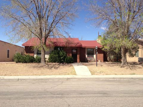 Photo of 1027 Ivy Dr, Roswell, NM 88203