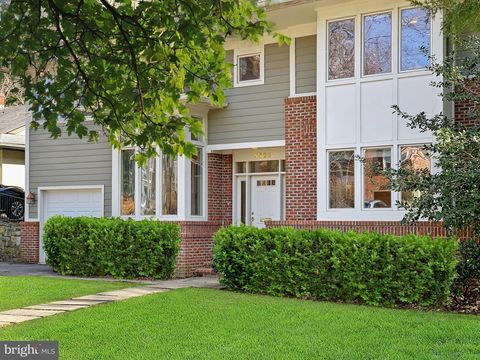 Photo of 5523 Warwick Pl, Chevy Chase, MD 20815