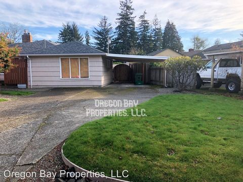Photo of 2157 Myrtle Ave, Coos Bay, OR 97420