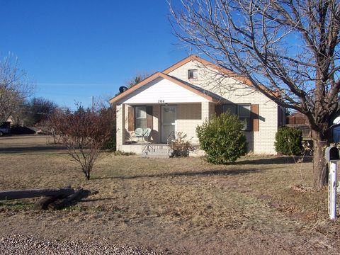 Photo of 704 Cottonwood St, Fritch, TX 79036