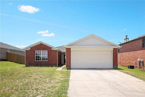 Photo of 1525 Heritage Blvd, Glenn Heights, TX 75154