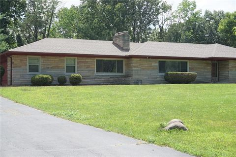 Photo of 4225 Glencairn Ln, Indianapolis, IN 46226
