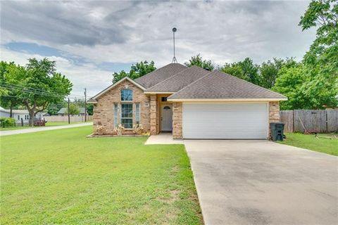 Photo of 300 W Morton St, Boyd, TX 76023