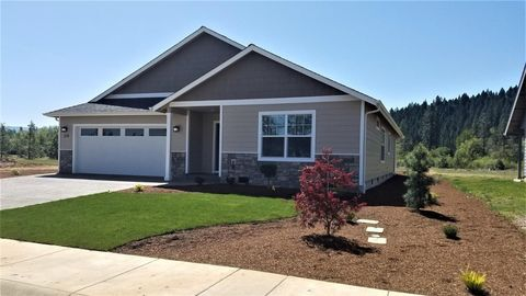 Photo of 246 Retirement Ln, Cave Junction, OR 97523