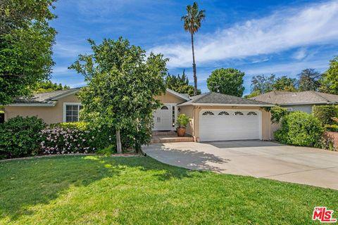 Photo of 5851 Cahill Ave, Tarzana, CA 91356
