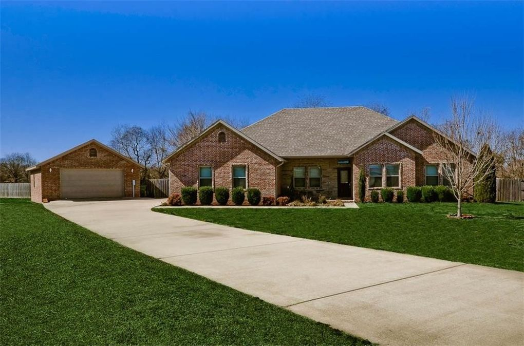 4406 S 3rd Ct, Rogers, AR 72758