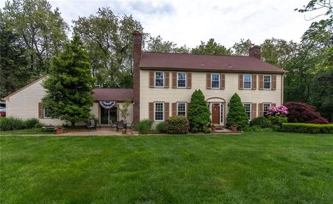Photo of 1 Fairway Rd, Bell Acres, PA 15143