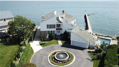 Photo of 34 Beachfront Ln, New Rochelle, NY 10805