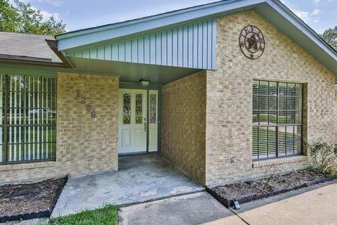 1206 Forest Cir, Huffman, TX 77336