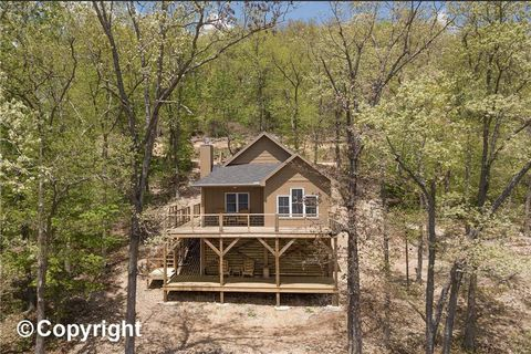 Photo of 29724 Lake Forest Estates Dr, Stover, MO 65078