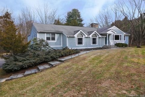 9 Birch Rd, Woodbridge, CT 06525