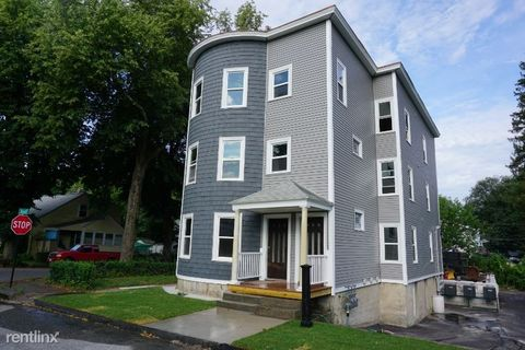 Photo of 8 Walworth St # 1, Worcester, MA 01602